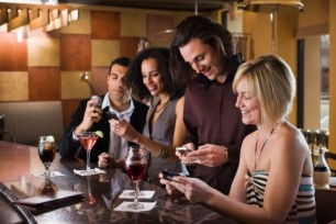 Friends-texting-in-restaurant-Credit-Thinkstock-630x420